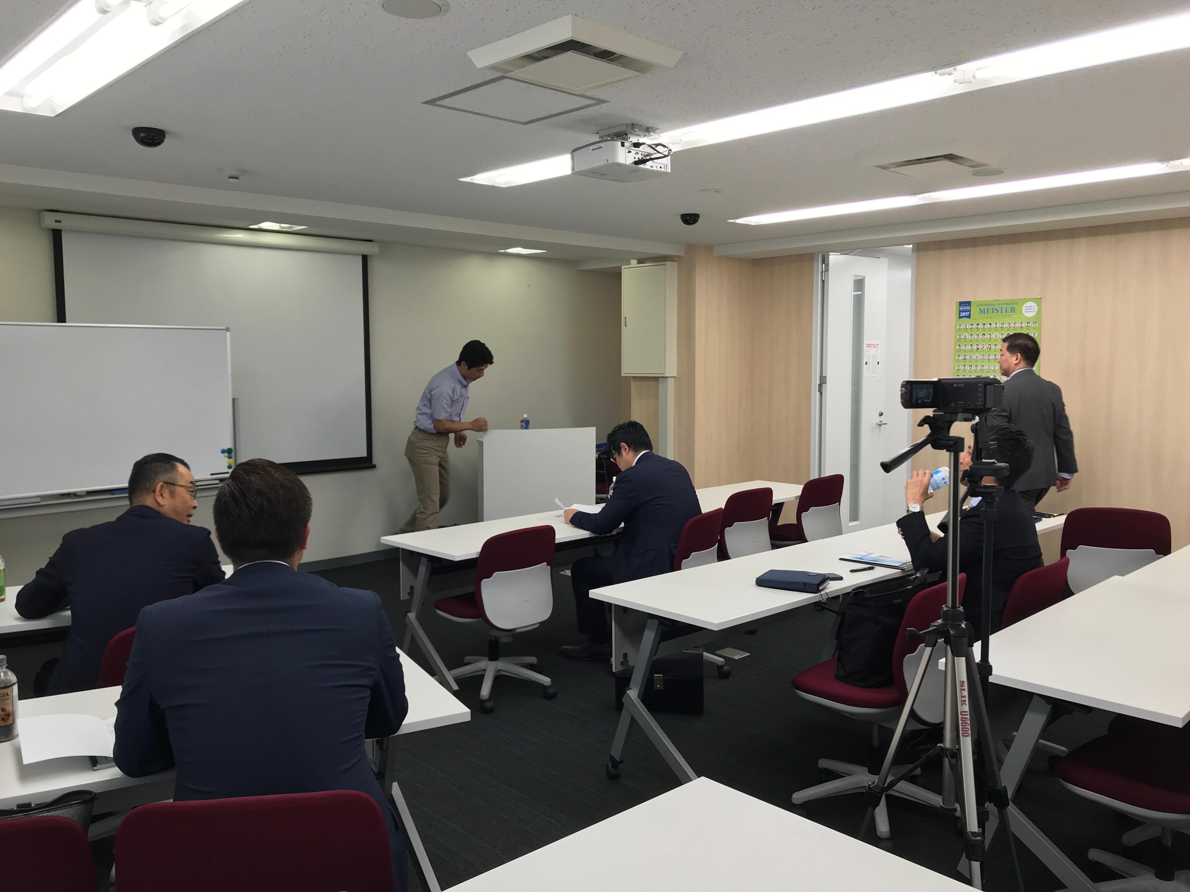 法人代表の仕事で 福岡教室の新任講師に拍手を贈りに来ました。