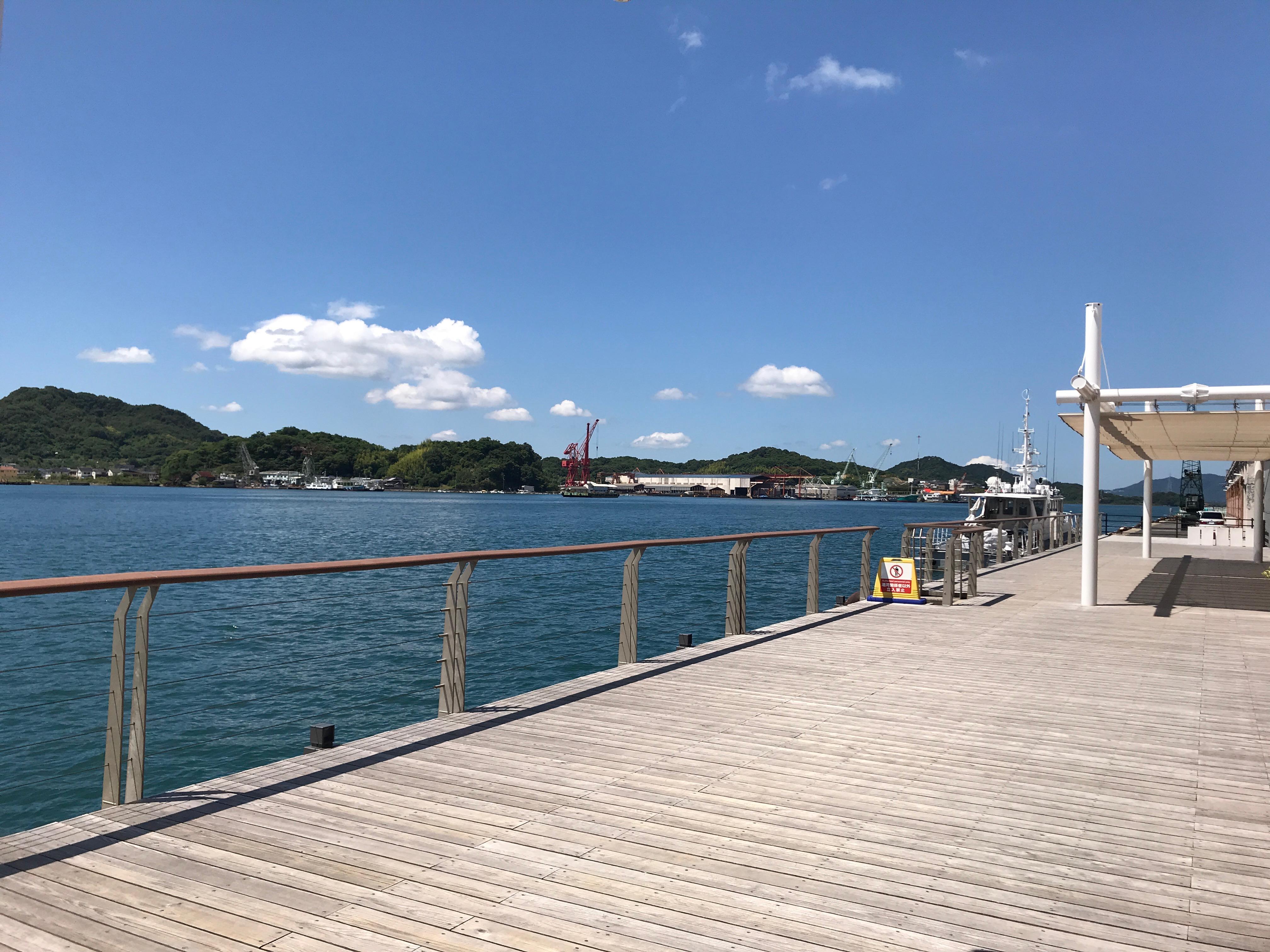 博多から京都への新幹線 海を見てボーとしていたくなり 尾道に寄り道した。
