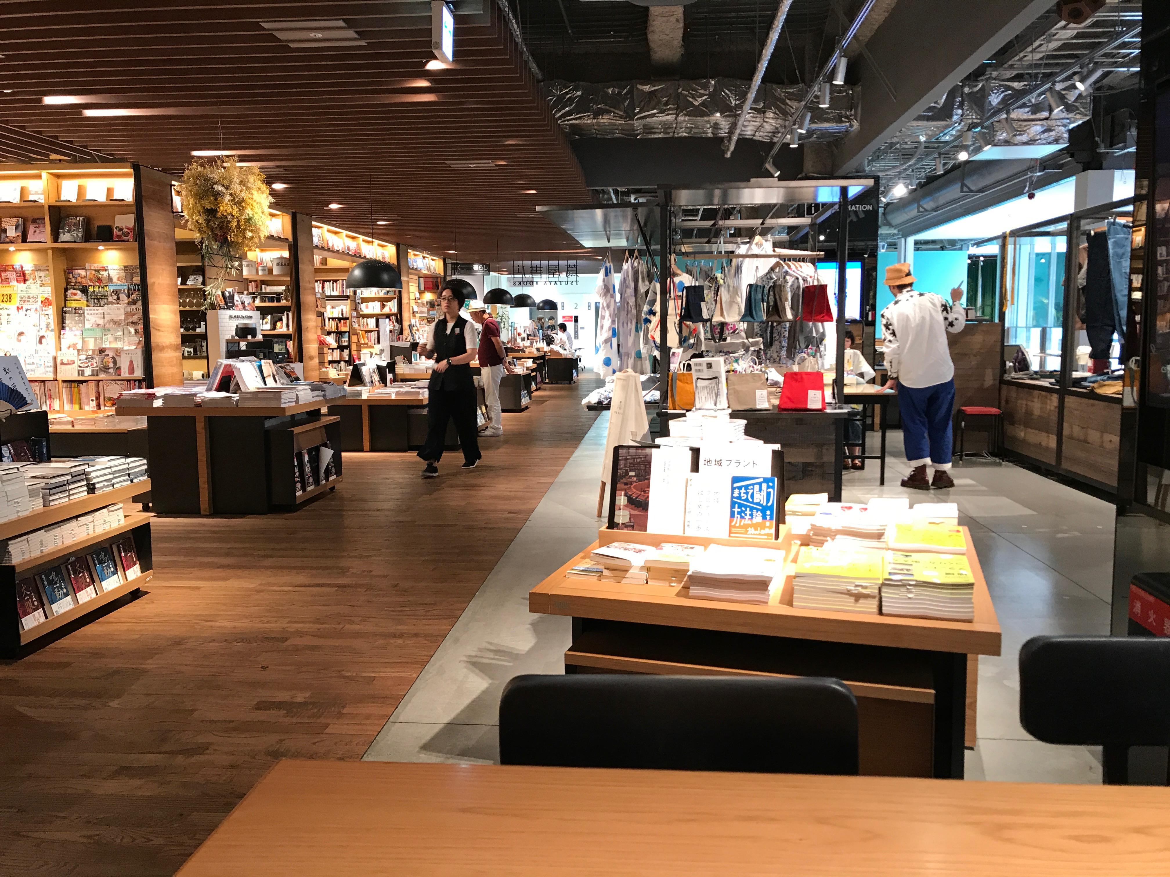 福岡の街の程の良いバランス感というのは蔦屋書店の六本松店にも表れている