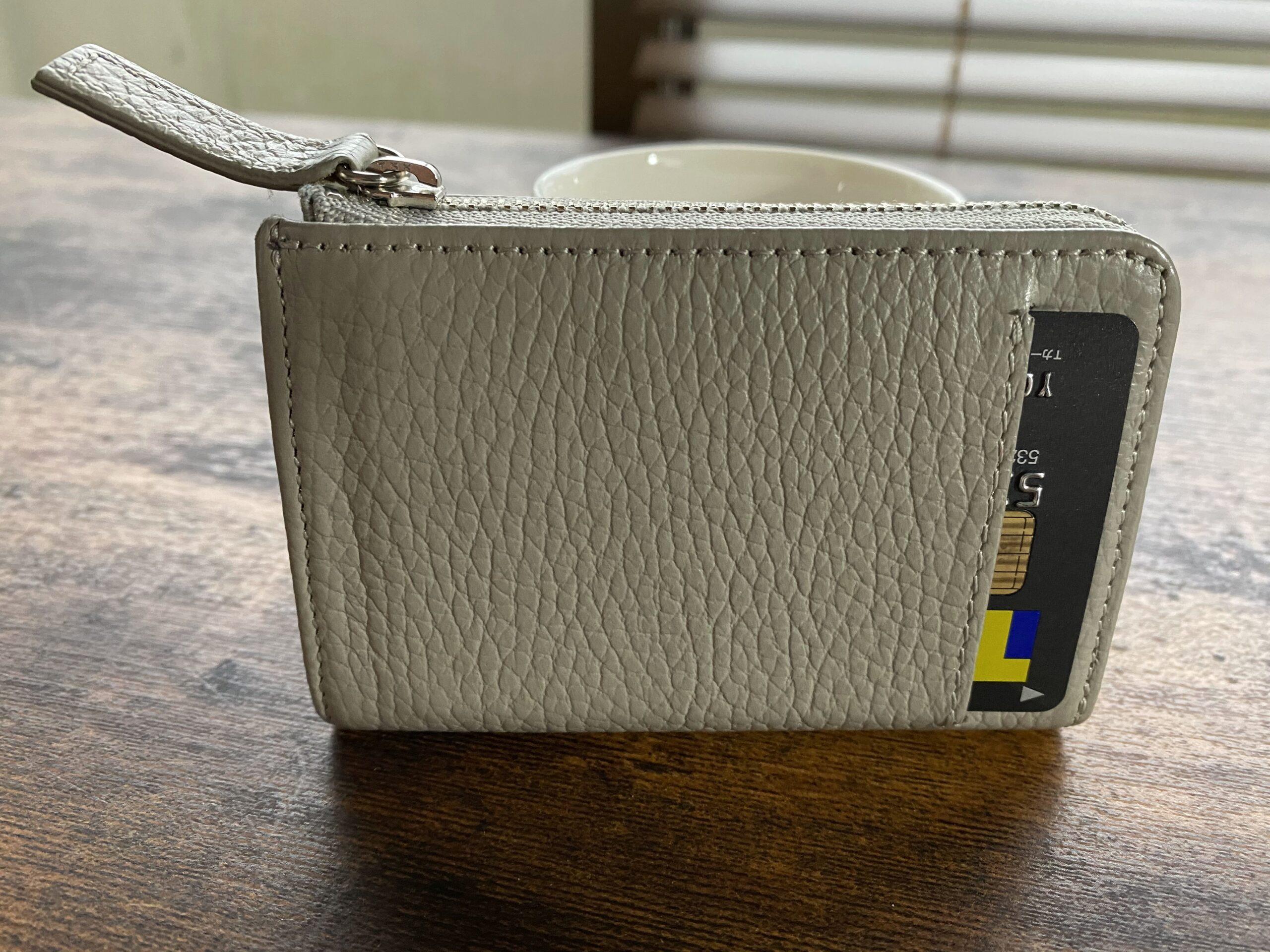 買い物情報を得るのは今や100%、YouTube。誰の情報でモノを買うのか。L字ファスナー小型財布は、トバログ君のこだわりをシェアして満足です。